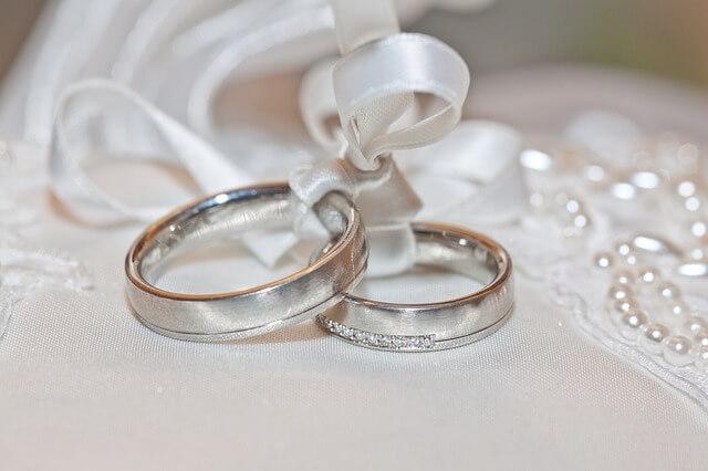 結ばれた結婚指輪